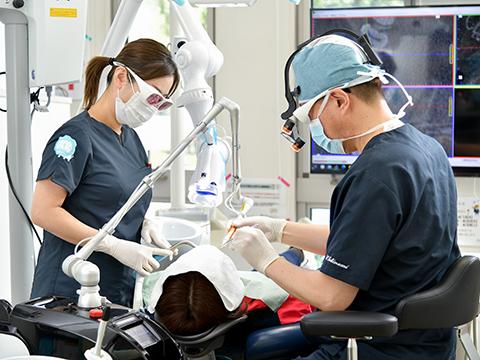 院長や先輩の歯科衛生士がサポート